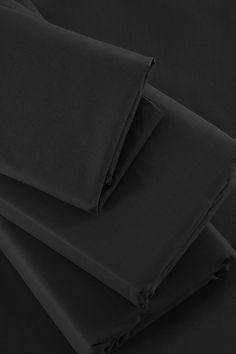 This gorgeously soft fitted sheet is made from a cotton percale. With a high quality 200 thread count, the refined texture provides extra comfort for Bedroom Size, Bedroom Bed, Bedding Shop, Linen Bedding, Bed Wrap, Flat Sheets, Counting, Fitness, Highlights