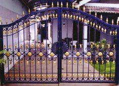 70 Minimalist House Fence Designs (Wood And Iron) House Fence Design, Front Gate Design, Main Gate Design, Window Grill Design, Door Gate Design, Iron Fence Gate, Wrought Iron Garden Gates, Front Gates, Entrance Gates