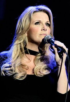Trisha Yearwood she's so beautiful!