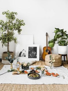 Indoor Picnic Date, Indoor Date Ideas, Cosy Living, Night Picnic, Beach Picnic, Summer Picnic, Comida Picnic, Picnic Photography, Broma Bakery