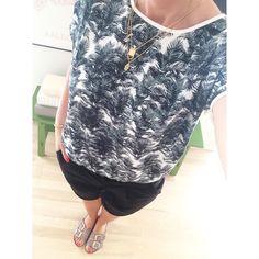 """""""Cool palmenyhed fra Soaked in Luxury Palme T-shirt 249,95 Lange Shorts 299,95 Lædersandaler 499,95 Halskæder 199,95 #newin #palmeprint #coolnyhed…"""""""