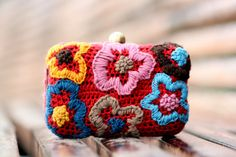 Clutch  crocheted  in red and embroidered in funny by lanusa