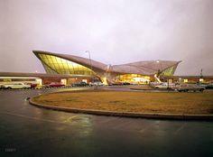 Trans World Airlines Terminal, Idlewild Airport, New York; Eero Saarinen, architect; photo by Balthazar Korab, 1963