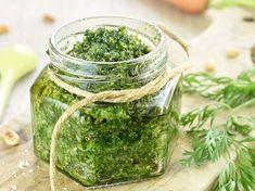 Découvrez la recette Pesto aux fanes de carottes sur cuisineactuelle.fr.