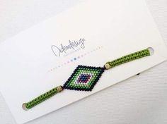 Yeşil miyuki boncuk Baklava dilimi motifi miyuki boncuktan yapılmış.Siyah, yeşil, krem, mor, mavi boncuklar.... 253232