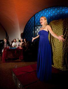 Bilderarchiv - In hoechsten Toenen! Oper in der KRYPTA Classical Music, Opera, One Shoulder, Formal Dresses, Fashion, Archive, Photo Illustration, Opera House, Formal Gowns