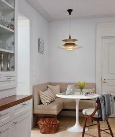 """A sala de jantar é o lugar onde a família e os amigos costumam se reunir para celebrar alguma data especial. São poucas as famílias usam a sala de jantar diariamente e com os """"apertamentos"""" cada ve..."""