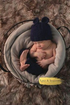 newborn pose - www.loveandinspiration.ca Barrie Ontario Newborn Poses, Ontario, Photography, Inspiration, Biblical Inspiration, Photograph, Photography Business, Photoshoot, Fotografie