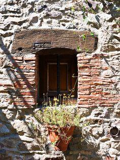 Quaint window    Sainte-Suzanne, Pays de la Loire, France /  Flickr - Photo Sharing!