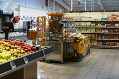 The Super U French #supermarkets offer more than 8,000 references to the best quality-to-price ratio. Do you know that you can find freshly squeezed orange #juice at its grocery thanks to #SpeedProSelfServicePodium? :) Life Essence everywhere!