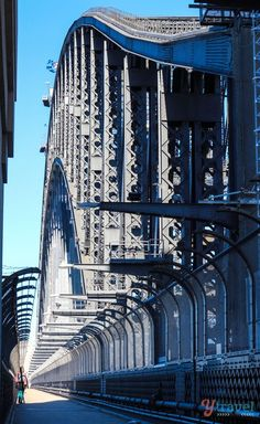 Walk across the famous Sydney Harbour Bridge (bucket list) ❤ www.pinterest.com/WhoLoves/Sydney ❤ #Sydney