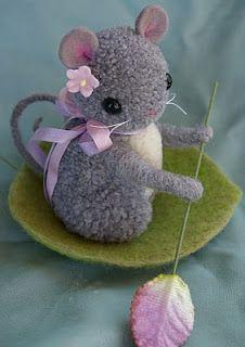 Cute pom pom mouse