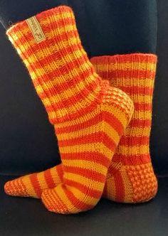 Tante er Fortsatt Gal! – VIBBEDILLE SINE EGNE LUXUS-SOKKER! GRATIS OG NORSK OPPSKRIFT Slipper Socks, Slippers, Chrochet, Knit Crochet, Knitting Socks, Popular Pins, Mittens, Dyi, Knitting Patterns