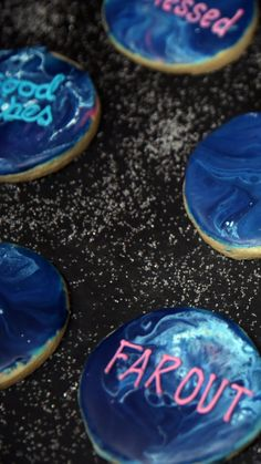 Recipe with video instructions: These sugar cookies are easy to make and out of this world yummy. Sugar Cookie Frosting, Royal Icing Cookies, Sugar Cookies Recipe, Cookie Recipes, Galaxy Cookies, Cookie Table, Icing Ingredients, Cookie Videos, Custom Cupcakes
