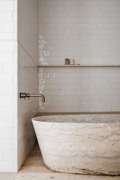 Home Interior Inspiration Travertine + design trends + interior design trends 2020 + new design trends + travertine tub + bathtub + modern bathroom design + white subway tiling + ledge by bathtub + wall mounted faucet + wood flooring Spa Bathroom Design, Bathtub Walls, Modern Bathroom Design White, Decor Interior Design, Bathroom Design Inspiration, Interior Design Trends, Bathroom Design Luxury, Modern Interior, Luxury Bathroom