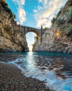 Amalfi Coast Tours in south of Italy by locals. Discover the Amalfi Coast with us by visiting places like Amalfi, Ravello, Capri, Positano. Great Places, Places To See, Beautiful Places, Amalfi Coast Tours, Capri Island, Relaxing Holidays, Positano Italy, Great View, The Good Place