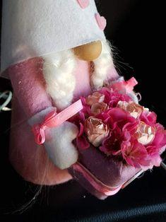 Tavaszi manó virágboxal Join Facebook, Friend Photos, Friend Photography