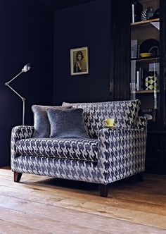 Striking and suave the Dexter snuggler doesn't shy away from making a statement in any scheme. http://www.multiyork.co.uk/armchairs/dexter-chair