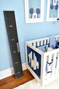 Hart painted a piece of wood with chalkboard paint to look like a ruler and mark her growing boy's milestones. Love this idea!