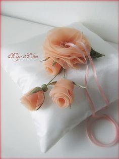 Невероятно красивые цветы из лент и бисера. Комментарии : LiveInternet - Российский Сервис Онлайн-Дневников