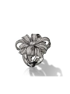 1932 Ring in 18K white gold, black diamonds and diamonds.
