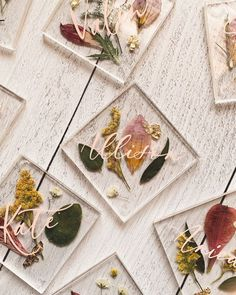 Pressed flowers in acrylic as place cards - a wonderful spring or summer idea! - pressed flowers, pressed florals, acrylic place cards, dried flowers, dried florals