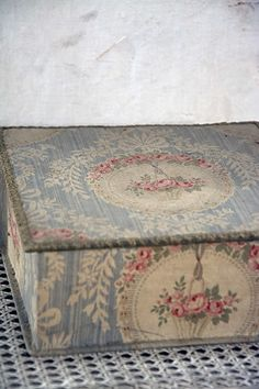 Lovely Vintage Box ~ beautiful colours