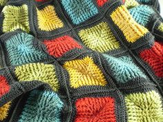 Shaded squares blanket. Free crochet pattern.