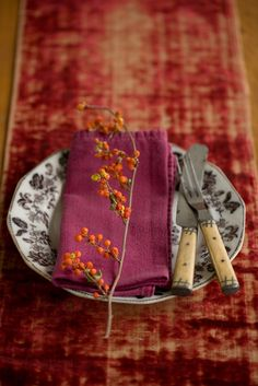 #saveur  #dinnerparty     Table setting - mix vintage plates and linens with bits of nature for a cozy, rustic table scape.  Use a mix of earth tones and rich jewel tones, and a variety of textures - velvet, flannel, burlap, etc...