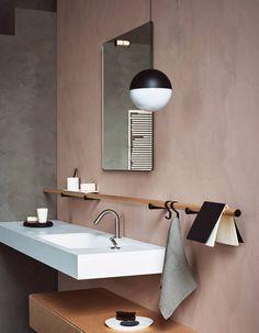 Une salle de bains design qui ose le rose