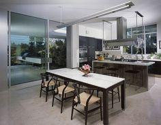cozinha-com-ilha-e-mesa