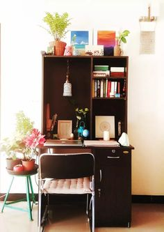 Jayati and Manali share their home tour as the science home décor - the study area fill with chair, table, books, flower and vintage Study Table Designs, Study Room Design, Study Space, Study Desk, Design Bedroom, Bed Design, House Design, Decor Inspiration, Decor Ideas