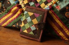 Kártyatartó szalagszövéssel Patchwork Designs, Mary Poppins, Quilt Patterns, Gift Wrapping, Quilts, Blanket, Coin Purses, Gift Wrapping Paper, Quilt Pattern