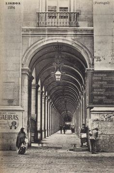 Under The Arches in Terreiro do Paço, Lisbon another century ago. Old Pictures, Old Photos, Vintage Photos, History Of Portugal, Nostalgic Pictures, Windsor Castle, Most Beautiful Cities, Vintage Photography, Barcelona Cathedral