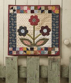 Small and Scrappy: Pint-size Patchwork Quilts Using Reproduction Fabrics Patchwork Quilt Patterns, Hexagon Quilt, Scrappy Quilts, Quilt Patterns Free, Mini Quilts, Applique Quilts, Patchwork Ideas, Country Quilts, Flower Quilts