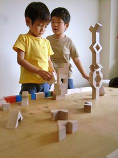Promotional image of 39 piece Cubicolo Triangolo all-wood building set during active play, Japan, by Mastro Geppetto Corporation. Veneer Plywood, Furniture Factory, Designer Toys, Imaginative Play, Building Toys, Wooden Boxes, Cool Toys, Teaching Kids, Mockup