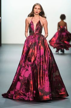 38 Looks From the Michael Costello Spring 2017 Show - Michael Costello Runway Show at New York Fashion Week Haute Couture Style, Couture Mode, Couture Fashion, Runway Fashion, High Fashion, Fashion Show, Michael Costello, Beautiful Gowns, Beautiful Outfits