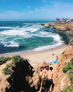 Explore Sunset Cliffs Natural Park the beautiful stretch of 68 acres bordering the Pacific Ocean. Walk along the paths and be treated to some of the best views in San Diego. Keep an eye on the ocean for surfers enjoying a few of the most popular waves! (Photo Captured by: @aleexisj )#Fittsandiego #repost #exploremore
