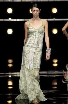 Caitriona Balfe-Angelo Marani at Milan Fashion Week Spring 2004 - Runway Photos