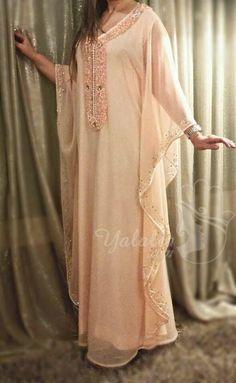 Caftan Abaya Fashion, Boho Fashion, Arabic Dress, Moroccan Caftan, Designer Dresses, Kimono Top, Tunic Tops, Clothes For Women, Formal Dresses