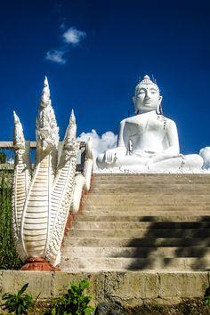 Fehér buddha a Wat Phra That Mae Yen, Pai, Thaiföld Bali Lombok, Pattaya, Buddha, Most Beautiful Beaches, Beautiful Places, Amazing Places, Laos, Adventurous Things To Do, Wanderlust