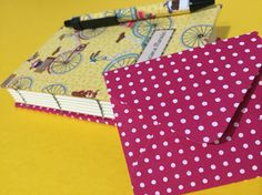 Caderno personalizado e costurado artesanalmente.
