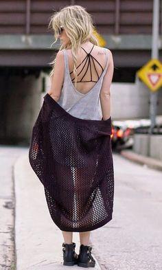 Look Summer Combo: Strappy Bra + Blusa Cavada