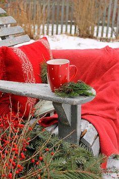 pentydeval:  (via Valérie Penty (valpenty) sur Pinterest) http://www.pinterest.com/dilynn777/~dianas-christmas-cottage~/