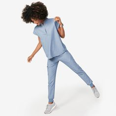 These sleek, stylish jogger scrub pants are super comfy but have a streamlined, urban-inspired feel and functionality to keep up with your hustle. Cute Nursing Scrubs, Cute Scrubs, Scrubs Outfit, Scrubs Uniform, Doctor White Coat, Medical Scrubs, Dental Scrubs, Lip Scrub Homemade, Scrub Pants