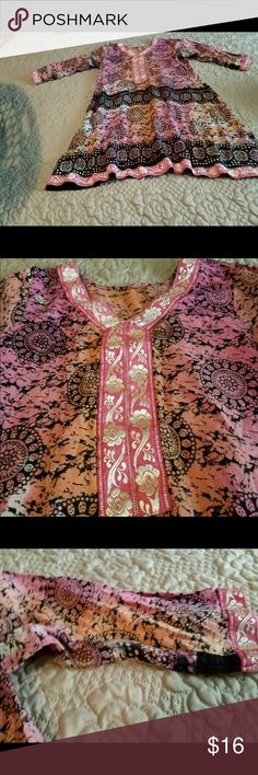 Printed shirt Printed top size small great condition very nice print and beautiful colors Tops Tees - Long Sleeve