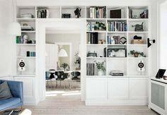 7 DIY's, som vil give dit hjem et cool twist Ikea 2015, Room Inspiration, Interior Inspiration, Living Room Shelves, Built In Bookcase, Bookshelves, Interiores Design, Home Design, Home And Living