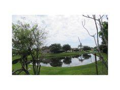 Beautiful open floor plan 2 bedroom, 2 bath home located in Tampa Bay Golf &…