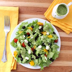 Avocado Cilantro Dressing is good on everything. It makes you want to eat a salad everyday! Plus it's allergy free and vegan. Healthy Soup, Healthy Salads, Healthy Eating, Healthy Recipes, Free Recipes, Healthy Lunches, Healthy Options, Salad Bar, Soup And Salad