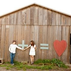 We totally LOVE these giant cutouts that Rod, the groom-to-be, designed himself! What a great idea.